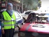 """بالفيديو..""""حنان""""..""""سايس سيارات"""" فى شوارع وسط البلد: """" بشتغل عشان ولادى """""""