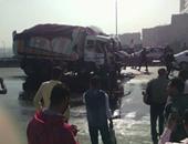 صحافة المواطن: بالصور.. حادث تصادم بين سيارتين نقل ثقيل على دائرى قليوب