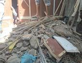 انهيار منزل ومحاصرة أسرة أسفل الأنقاض فى أسوان