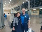 """بالصور..""""ماكليش"""" يستقبل زوجته فى المطار قبل مواجهة المقاولون"""