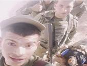 أفراد من الجيش التونسى يلتقطون صور سيلفى مع جثث الإرهابيين بمدينة بن قردان