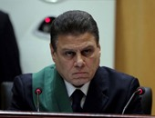 """بالفيديو.. قاضى """"أحداث مكتب الإرشاد"""" يطرد محمد بديع لتشويشه على إجراءات سير الجلسة"""