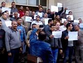 بالصور.. تظاهر العاملين بالمصرية للاتصالات فى الغربية فى سنترال العجيزى بطنطا
