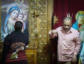 بالصور.. توافد العشرات على طاحونة البابا كيرلس السادس فى ذكرى رحيله
