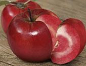 تفاحة واحدة يومياً تغنى عن الطبيب لاحتوائها على البكتيريا الجيدة