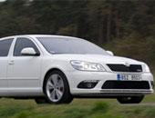 12 معلومة للسفر الآمن بسيارتك..تجنب الأضواء المبهرة لأنها تسبب عمى بصرى مؤقت