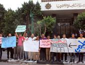 العشرات يتوافدون على مكتب خدمة المواطنين بوزارة التعليم العالى