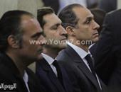 """وصول جمال وعلاء مبارك لحضور جلسة محاكمتهما بقضية """"التلاعب بالبورصة"""""""