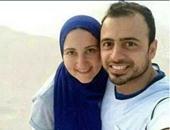 الداعية مصطفى حسنى يثير إعجاب متابعيه بسيلفى له مع زوجته