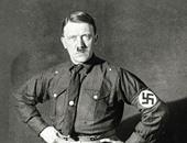 الديلى ميل تنشر صورا مضحكة للزعيم النازى هتلر بسروال قصير