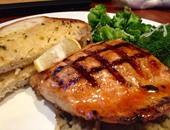4 أطعمة تحميك من الأمراض والشيخوخة.. أهمها سمك السلمون