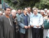 """العاملون بالتشجير يقطعون شارع حسين حجازى أمام """"الوزراء"""" للمطالبة بالتعيين"""