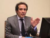 عمرو حمزاوى: مرتكبو التفجيرات صنيعة التطرف وخلاصنا مرهون بانتصار الإنسانية
