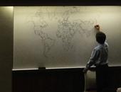 """بالصور.. طفل مصاب بـ""""التوحد"""" يرسم خريطة العالم بدقة من ذاكرته"""