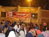إخوان أبو كبير يقطعون الطريق العام ويشعلون النيران ويطلقون الشماريخ