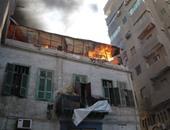 بالفيديو..الدفع بـ16 سيارة إطفاء للسيطرة على حريق هائل فى مصنع زيوت بالأزهر