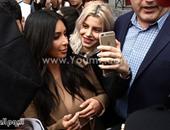 بالصور.. كيم وكلو كاردشيان يخطفان الأنظار بجمالهما خلال زيارتهما ليريفان