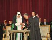 بالصور.. الملك سلمان يوقع فى السجل التذكارى للدكتوراه الفخرية بجامعة القاهرة