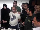 """بالفيديو.. لحظة ضبط أمين حافظ شقيق """"الدكش"""" وكشف مخازن السلاح بالجعافرة"""
