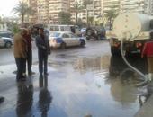 بالصور.. رؤساء أحياء بور سعيد يتابعون رفع مياه الأمطار من الشوارع