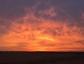 الأرصاد: تغير لون السماء لحظة الغروب بسبب تشتت ضوء الشمس بفعل شوائب عالقة