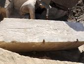 """بالصور.. """"الآثار"""" تكشف عن القارب المقدس للملكة حتشبسوت بأسوان"""