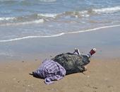 قوات الإنقاذ تنتشل جثة شاب غرق فى شاطئ البيطاش بالإسكندرية