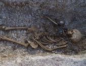 بالصور.. اكتشاف 150 قبرا بإنجلترا عمرها 5000 سنة بداخلها أصداف من مصر