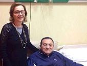 مؤيدو مبارك يهنئونه بالعيد.. ومصادر:أسرته تشاركه الاحتفال بالمستشفى العسكرى