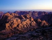 الشرطة تعزز وجودها بمحيط جبل موسى لمنع الزائرين من صعوده بسبب الطقس السيئ