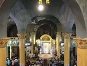 بالصور.. بدء توافد الأقباط على صلوات القداس لعيد القيامة بأسيوط