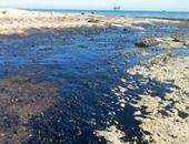 تلوث بترولى جديد بشاطئ الموظفين فى غارب بطول 700 متر