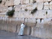 البابا فرنسيس يصلى امام حائط المبكى فى القدس