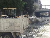 بالصور.. حى غرب الإسكندرية يضبط سيارة تلقى مخلفات ويرفع 35 طن قمامة