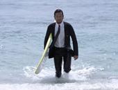 بالفيديو والصور.. بذلة كلاسيكية مضادة للماء لمحبى ركوب الأمواج