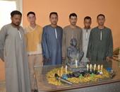 حبس 8 بتهمة حيازة 11 تمثالا و5700 عملة ذهبية وقطعتى سلاح ببنى سويف