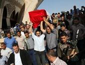 بالفيديو.. المئات يؤدون صلاة الجنازة على شهيد كرداسة