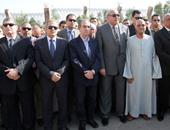 محافظ ومدير الجيزة يغادران الشيخ زايد بعد تشييع جثمان شهيد الشرطة