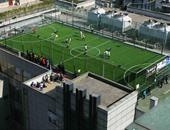 بالصور.. الصين تستغل أسطح المدارس لإنشاء ملاعب كرة القدم
