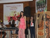 """على غرار """"ديفيليه"""" المنوفية.. عرض أزياء بملابس سهرة داخل جامعة حلوان"""