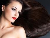 الماء الساخن ووضع الشامبو مباشرة على الشعر أهم أسباب تلفه وتساقطه