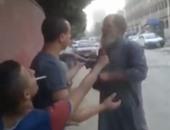 بالفيديو.. بلطجية يحرقون لحية مسن لرفضهم نصيحته