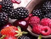التوت والأفوكادو.. أبرز أطعمة الحفاظ على البشرة مع التقدم فى السن