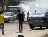 بالفيديو.. الأمن يطلق الغاز المسيل لمواجهة خرطوش الإخوان بالمطرية