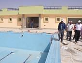 محافظ الوادى الجديد يتفقد حمام سباحة تدريبى بتكلفة 6 ملايين جنيه بالخارجة