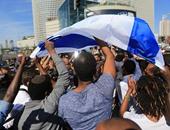 """مئات الإسرائيليين يتظاهرون أمام منزل """"نتنياهو"""" احتجاجًا على سرقة الغاز"""