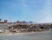 """قراء اليوم السابع عبر """"الواتس آب"""": تلال القمامة تحاصر مدخل المحلة الكبرى"""