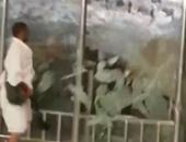 """بالفيديو.. """"واتس آب اليوم السابع"""": معتمر يكسر زجاج المسعى ويدخل جبل الصفا"""