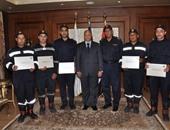مدير أمن القاهرة يكرم عدداً من ضباط وأفراد الحماية المدنية لجهودهم فى حريق العتبة