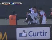 بالفيديو.. لاعبو ساو باولو يشاركون فى إنقاذ الجماهير بعد السقوط من المدرجات